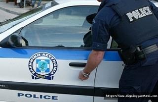 Güneyde polisler parti yapan kişiler tarafından...