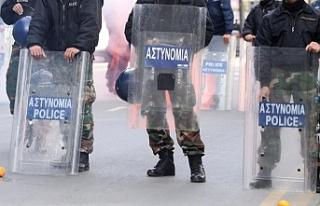 Güney Kıbrıs'ta polis ve itfaiye memurlarından...