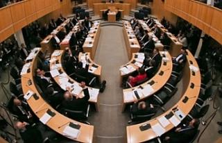 Kendini fesheden Rum Meclisinin seçimden önce olağanüstü...