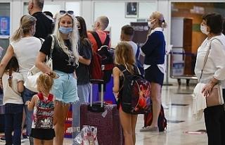 Rusya'dan ilk turist kafilesi Antalya'ya...