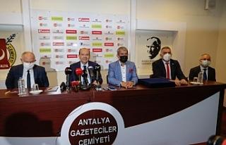 """Tatar: """"Hazmedemedikleri eski siyasetin terk..."""