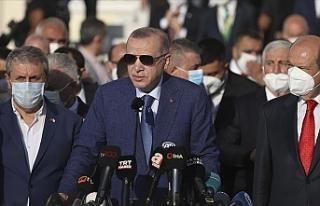 Erdoğan'ın ziyareti Rum Meclisinde protesto...
