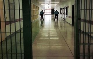 Güney Kıbrıs'ta hapishaneler göçmenlerle...