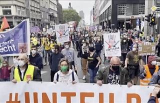 Almanya'da binlerce kişi sosyal adaletsizlik...