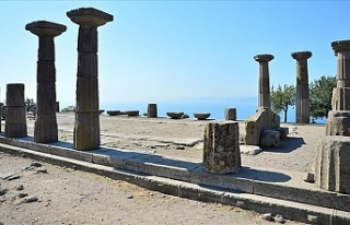 Assos kazılarında bir bebeğe ait 1300 yıllık...