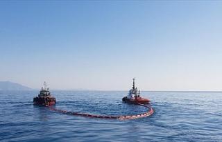 Petrol sızıntısını tarama çalışmaları 2 gemiyle...