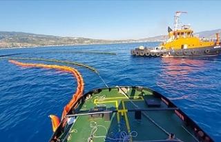 Suriye kaynaklı petrol sızıntısını temizlemek...