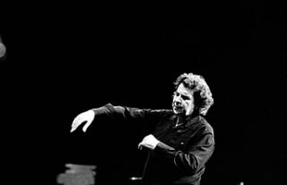 Yunan besteci Mikis Theodorakis hayata gözlerini...