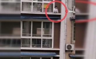 Çin'de balkona çıkan çocuk ölümden döndü
