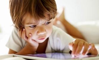 """""""Çocuklar yatma saatine yakın parlak ekrandan uzak durmalı"""""""