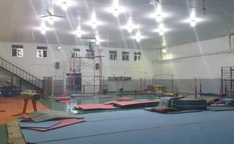 Nuri Tayanç ve Cem Hocaoğlu'nun katkılarıyla, federasyon salonunun ışıklandırma sistemini yeniledi