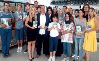 Hasan Çakmak kitaplarını ZAYDER üyeleri için imzaladı