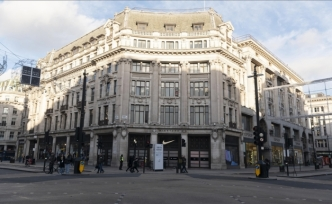 İngiltere'de berberler, mağazalar, kütüphaneler yeniden açılacak