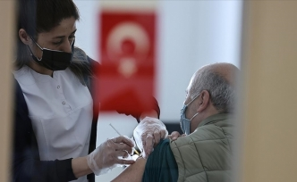 Türkiye'de Kovid-19'la mücadelede ülke genelinde iki doz aşı yaptıranların sayısı 10 milyonu geçti