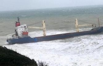 Kuru yük gemisi karaya oturdu