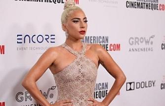 Lady Gaga ödül törenine damga vurdu