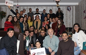 Londra'daki Kıbrıslı Türk gençler, Cardiff'teki gençlerle bir araya geldi