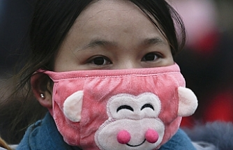Hava kirliliğine ilginç çözüm: İç çamaşırlarını maske yaptılar