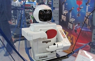 Çin'de ev ödevi yapan robot tartışması