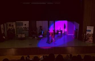 SOS Çocukköyü Derneği yararına tiyatro
