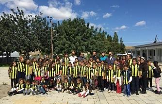 Fenerbahçe formaları, 23 Nisan hediyesi oldu