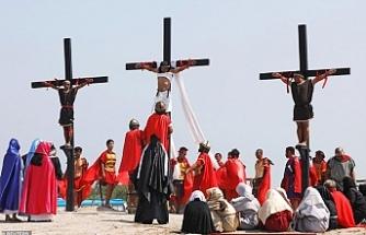 Kendilerini çarmıha gerip, İsa'yı andılar