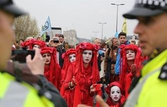 Londra'daki çevreci işgal eyleminde gözaltı sayısı artıyor