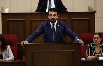 """Zaroğlu: """"Özersay'ın hırsları nedeniyle hükümet çift başlı hale geldi"""""""