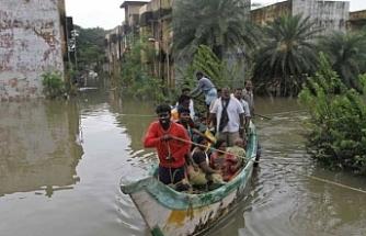 Hindistan'daki selde ölü sayısı artmaya devam ediyor