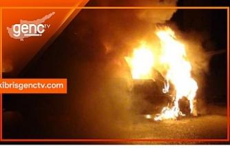 Lapta'da 2 araç kundaklandı
