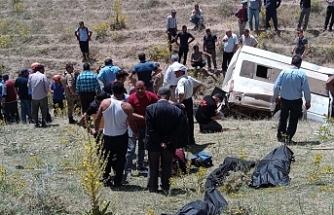 Van'da düzensiz göçmenleri taşıyan minibüs şarampole devrildi: 15 ölü
