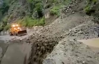 Sel, toprak kaymaları ve kazalarda ölenlerin sayısı 350'ye çıktı