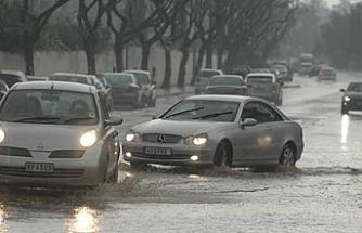 Yağışlı hava Güney Kıbrıs'ta da etkili oldu