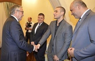 Cumhurbaşkanı Akıncı, KKTC Satranç Şampiyonu Samani'yi kabul etti