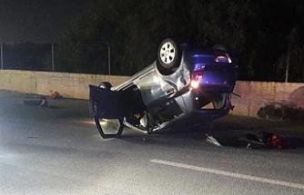 Araçlardan biri takla attı, diğeri duvara çarptı