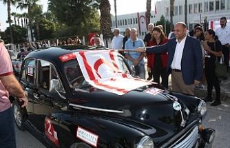 Cumhuriyet Klasik Otomobil Rallisi'nin startı Dışişleri Bakanlığı önünden verildi