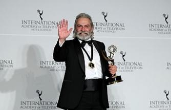 Haluk Bilginer Emmy Ödüllerinde En iyi Erkek Oyuncu seçildi