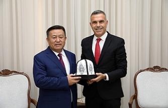 luçay, Kırgızistan eski Meclis Başkanı Chynybai Tursunbekov'u kabul etti