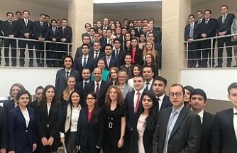 Özersay, Türkiye'nin yeni diplomatları ile buluştu