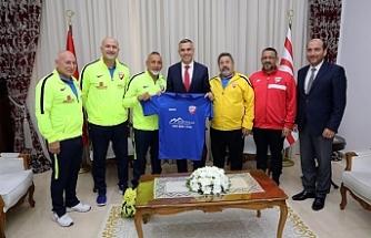 Uluçay, KKTC'ye gelen Londra Türk Master takımını kabul etti