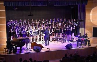 Üsküdar Amerikan Lisesi Çok Sesli Korosu, Cuma akşamı konser verecek