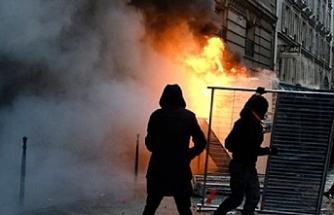 Fransa'da çalışanlar yarın yeniden meydanlara çıkacak