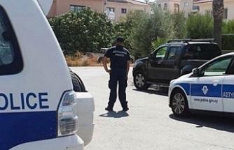 Kıbrıslı Türkün arabanın bagajında Güneye yabancı uyruklu geçirmeye çalıştığı iddia edildi