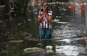 Endonezya'da yağışların neden olduğu selde 6 öğrenci öldü