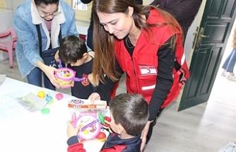İngiltere'de yaşayan Türk gençlerden  Yenicami Okul Öncesi Eğitim Merkezine ziyaret