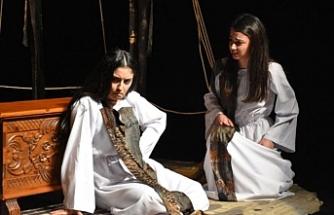 """""""Kız Yemek Yapmadık Yine Dayak Yiyeceğiz"""" oyunu Girne'de sahnelendi"""
