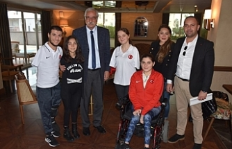 Türkiye Paralimpik Yüzme Milli Takımı Girne'de kamp yaptı