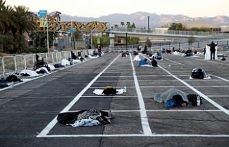 Evsizler yine evsiz: Las Vegas'taki evsizler otoparkta uyudu