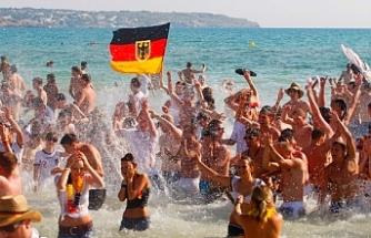 """""""Almanlar bu yaz tatile gidemeyecek"""""""