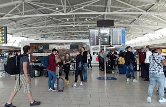 Kahire'den Güney Kıbrıs'a 134 kişi döndü
